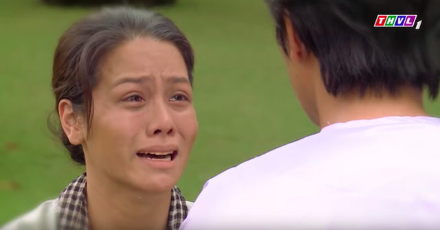 Tiếng sét trong mưa: Rò rỉ ảnh Thị Bình ôm con trai khóc nức nở, fan vỡ òa đoán chuyện ngủ với em gái bị bại lộ - Ảnh 3.