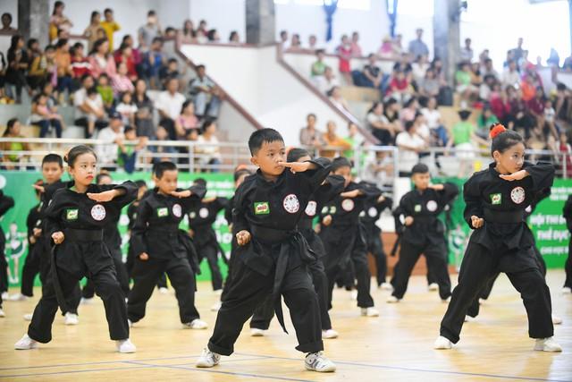 Học sinh Phú Yên tham gia hội thi thể dục và võ cổ truyền - Ảnh 3.