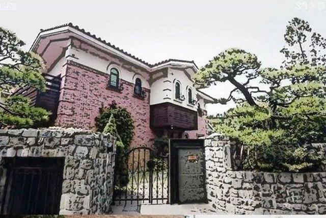 Căn nhà vườn tinh tế, nơi nữ ca sĩ xinh đẹp vừa tự tử sống những ngày cuối cùng - Ảnh 1.