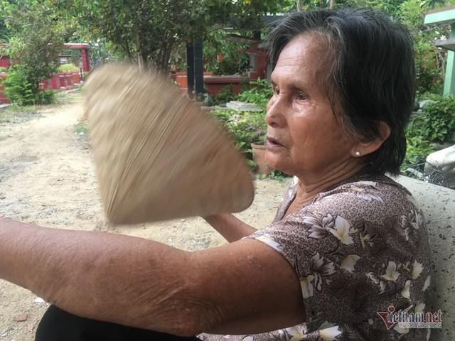 Cụ bà 50 năm sống ở nghĩa trang Sài Gòn, chứng kiến nhiều cảnh lạ - Ảnh 2.