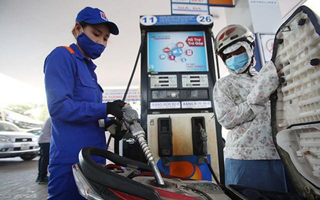 Xăng giảm giá vài trăm, dầu bất ngờ giảm hơn 2.000 đồng/lit - Ảnh 1.