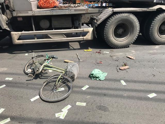 Thương tâm hai mẹ con bị container cán thương vong vì né xe chạy ngược chiều - Ảnh 2.