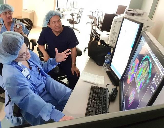 Người máy hỗ trợ điều trị 13 loại ung thư ở Việt Nam - Ảnh 1.