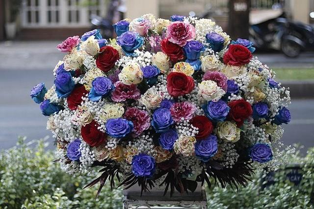 Đây là 9 bình/lẵng hoa đắt khủng khiếp trong ngày 20/10 mà nhiều chị em đã được tặng - Ảnh 4.