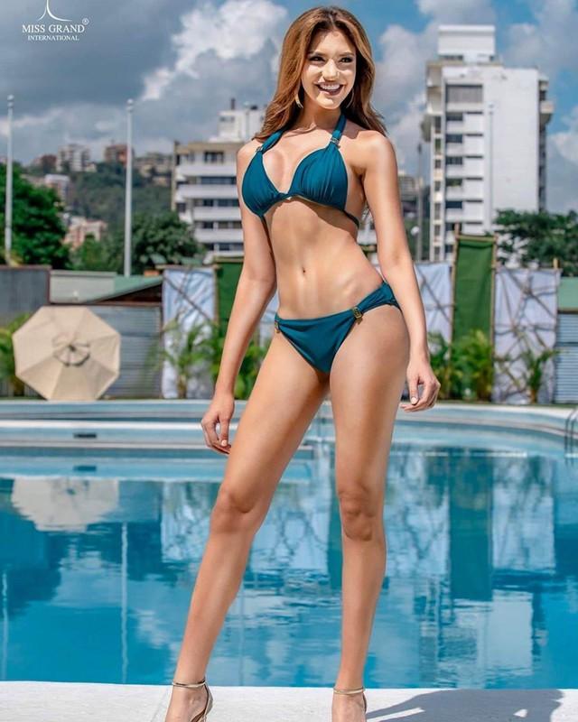 Hình thể bốc lửa của tân Hoa hậu Hòa bình 19 tuổi, cao 1,84 m - Ảnh 2.