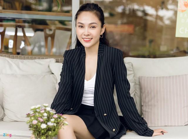 Nhan sắc đời thường chị vợ kém 11 tuổi của Dương Khắc Linh - Ảnh 1.