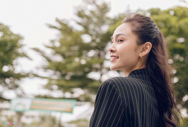 Nhan sắc đời thường chị vợ kém 11 tuổi của Dương Khắc Linh - Ảnh 3.