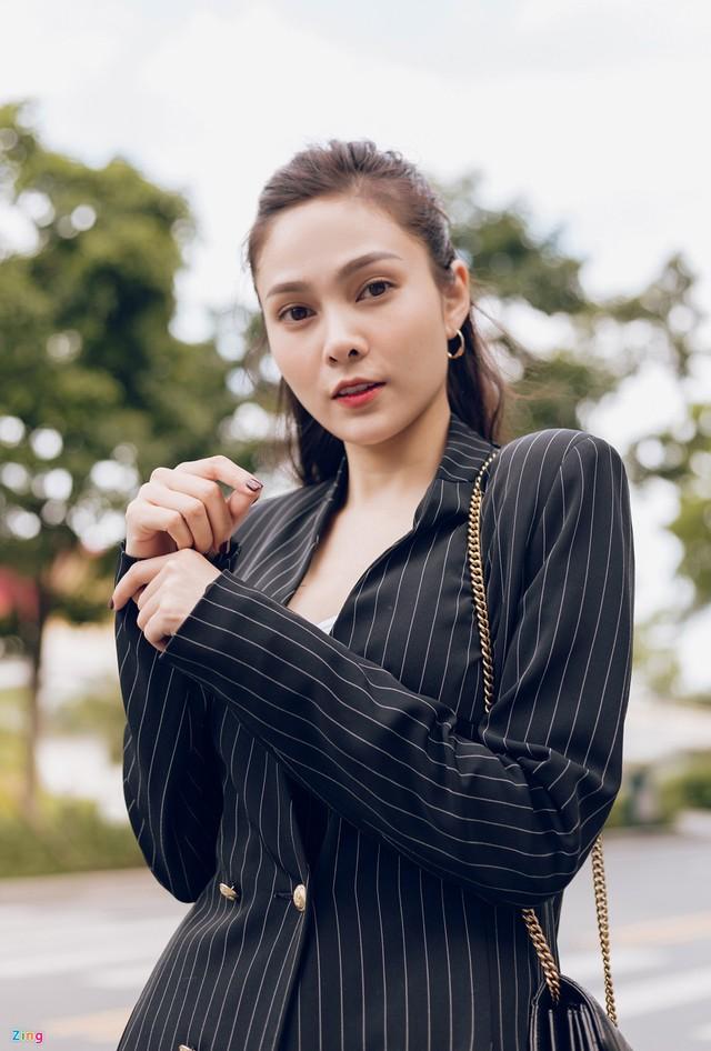 Nhan sắc đời thường chị vợ kém 11 tuổi của Dương Khắc Linh - Ảnh 4.