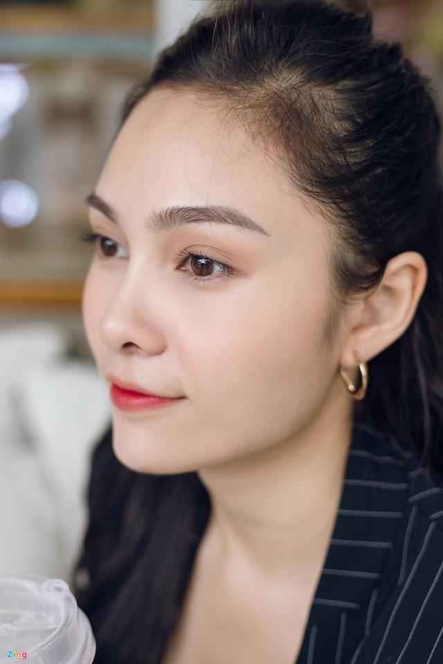 Nhan sắc đời thường chị vợ kém 11 tuổi của Dương Khắc Linh - Ảnh 7.