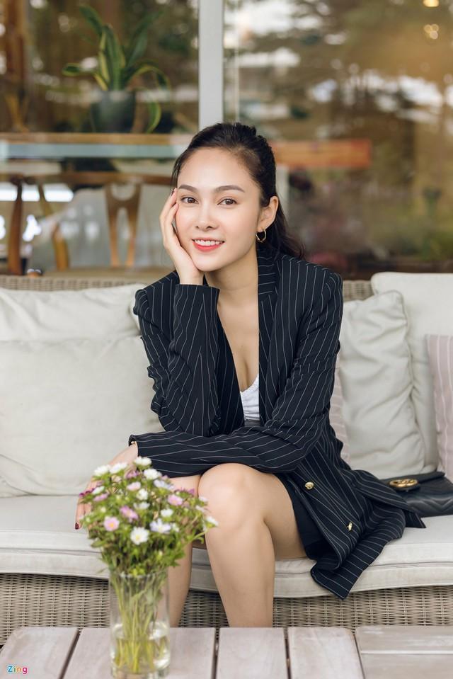 Nhan sắc đời thường chị vợ kém 11 tuổi của Dương Khắc Linh - Ảnh 8.