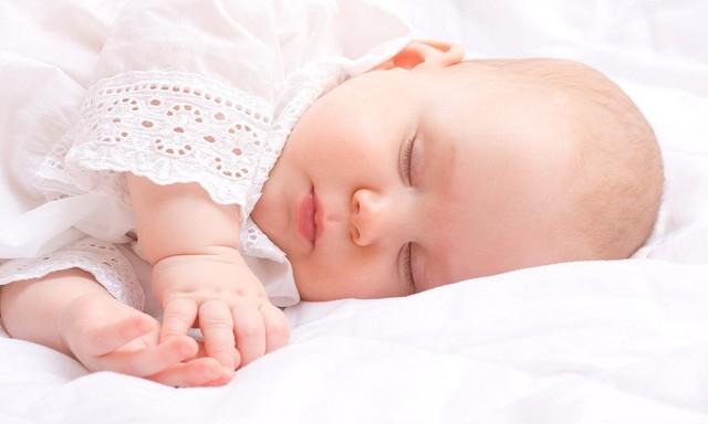 Muốn con ngủ sâu giấc, mẹ nhất định phải lưu ý những điều này - Ảnh 1.