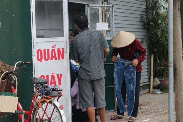 Trời trở lạnh, Hà Nội xuất hiện tủ quần áo thừa cho đi, thiếu nhận lại - Ảnh 3.