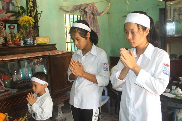 Bố mất, mẹ qua đời, 3 chị em mồ côi bơ vơ trong căn nhà trống trải với tương lai mù mịt - Ảnh 8.