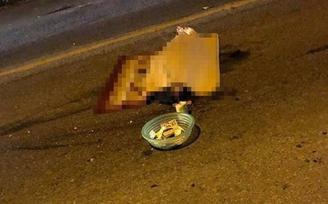 Băng qua đường, hai bà cháu bị xe khách tông tử vong - Ảnh 1.