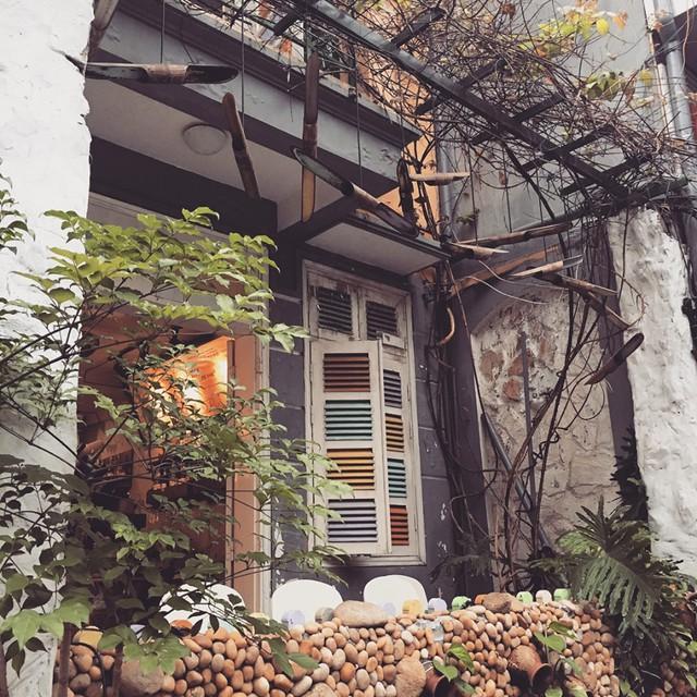 Thu sang, lang thang 5 quán cà phê view tình, đẹp nhất Hà Nội - Ảnh 18.