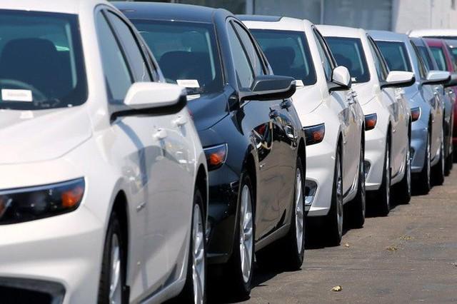 Ô tô giảm tiếp trăm triệu, xả kho từ nay đến mùa Tết - Ảnh 1.