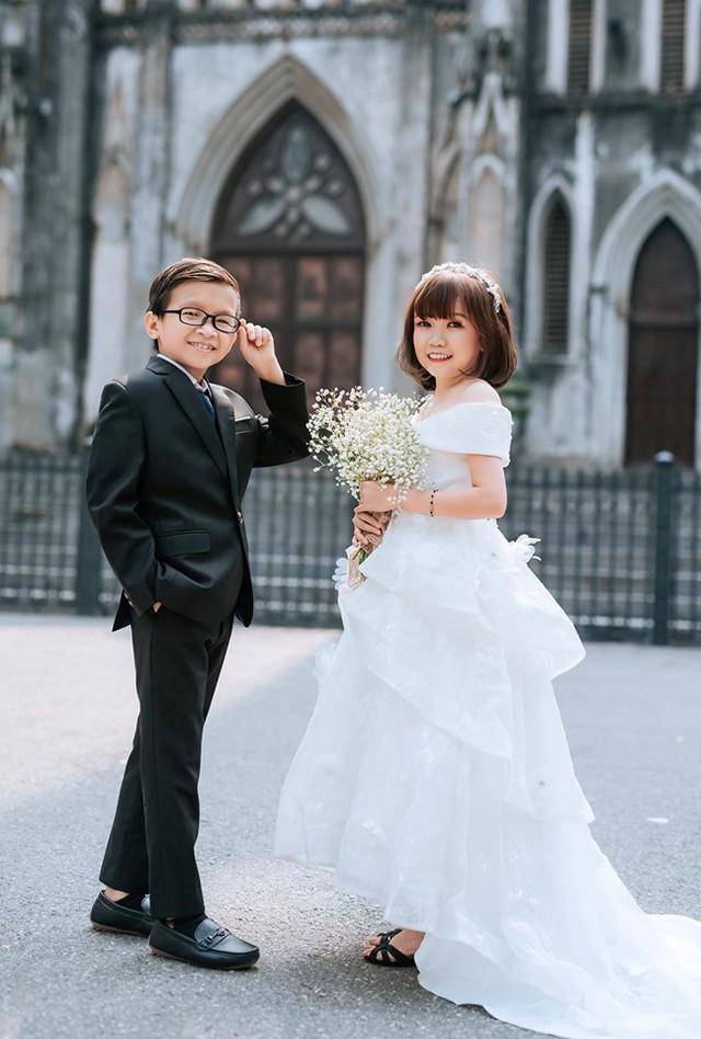 Cặp đôi tí hon từng bị nhầm là con nít ranh khoe bộ ảnh cưới tình tứ, tiết lộ đã về sống chung và sắp tổ chức lễ thành hôn - Ảnh 3.