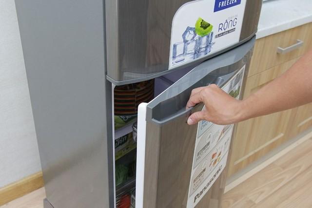 Tủ lạnh mới mua về, cần làm gì để dùng tủ được bền, tiết kiệm điện? - Ảnh 2.
