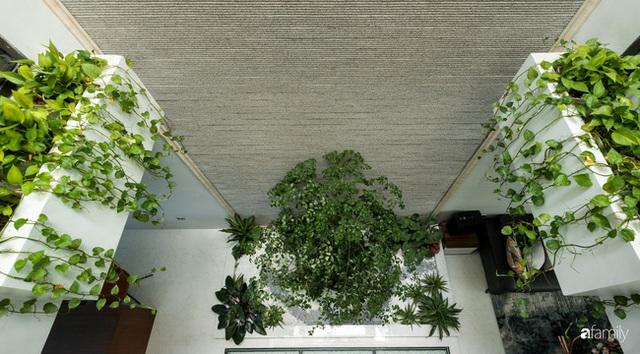 Ngôi nhà bố dành tặng con trai được thiết kế theo phong cách tối giản với những khoảng xanh bắt mắt ở Quảng Ninh - Ảnh 13.