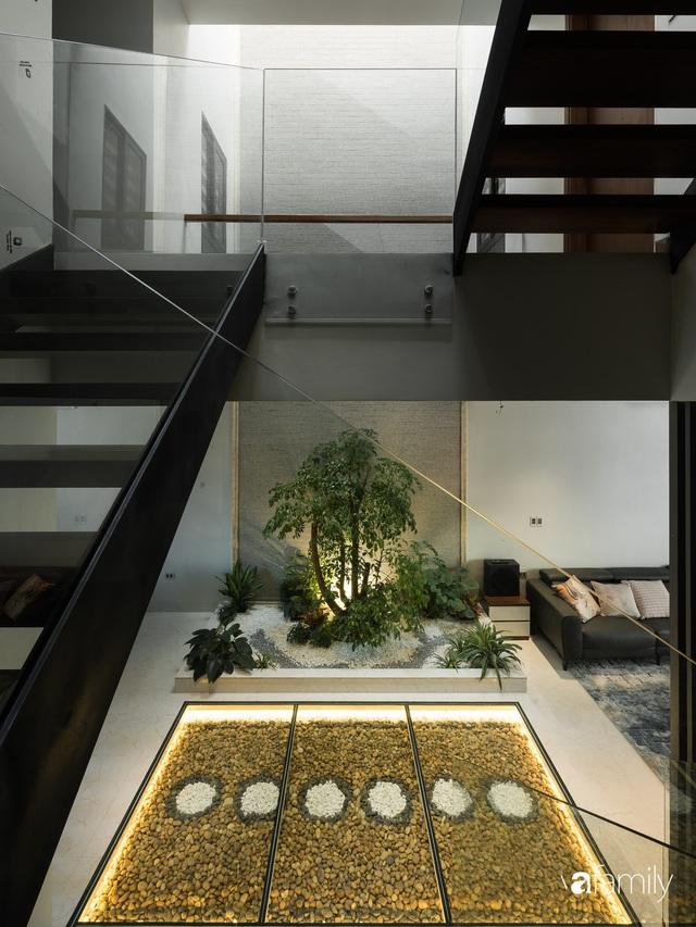 Ngôi nhà bố dành tặng con trai được thiết kế theo phong cách tối giản với những khoảng xanh bắt mắt ở Quảng Ninh - Ảnh 15.