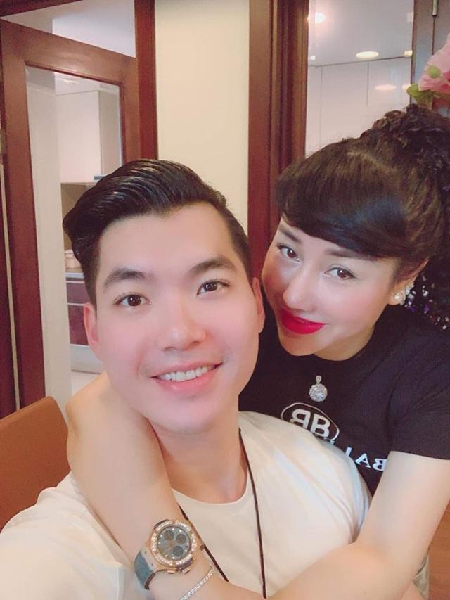 Trương Nam Thành kỷ niệm 1 năm ngày cưới với nữ đại gia hơn 15 tuổi - Ảnh 1.
