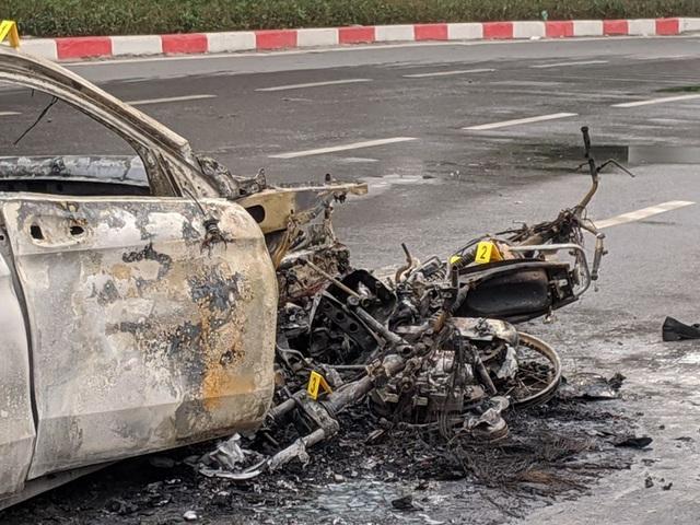 Chiến sỹ CSGT kể lại giây phút kéo người mắc kẹt trong gầm ôtô Mercedes đang rực lửa - Ảnh 3.