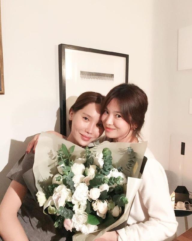 Song Hye Kyo giản dị đón sinh nhật tuổi 38 nhưng hình ảnh gợi cảm mới là điểm nhấn gây chú ý - Ảnh 3.