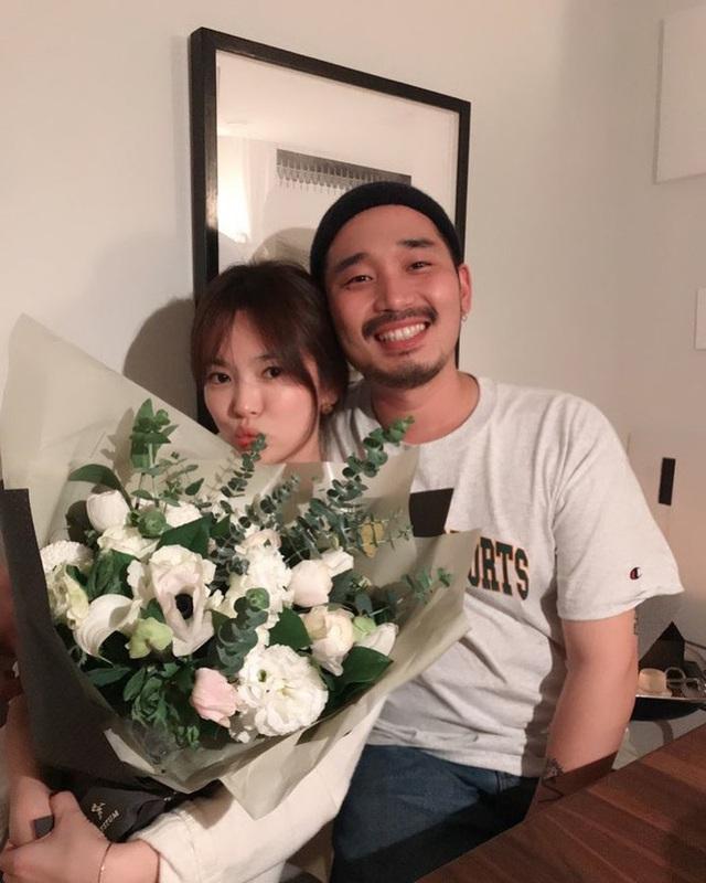 Song Hye Kyo giản dị đón sinh nhật tuổi 38 nhưng hình ảnh gợi cảm mới là điểm nhấn gây chú ý - Ảnh 4.