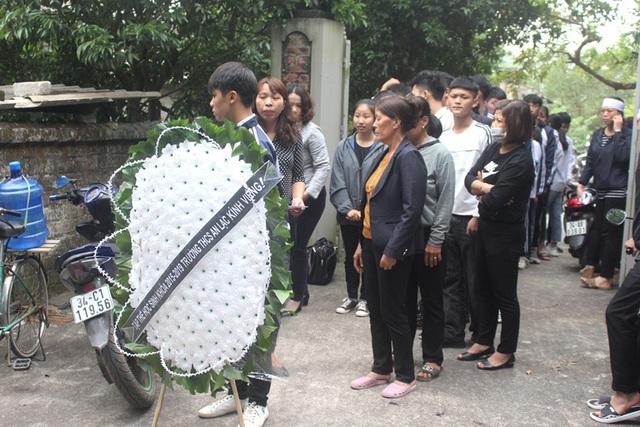 Vụ 2 nữ sinh tử vong ở Hải Dương: Hình ảnh nhói lòng trước lúc di quan - Ảnh 7.