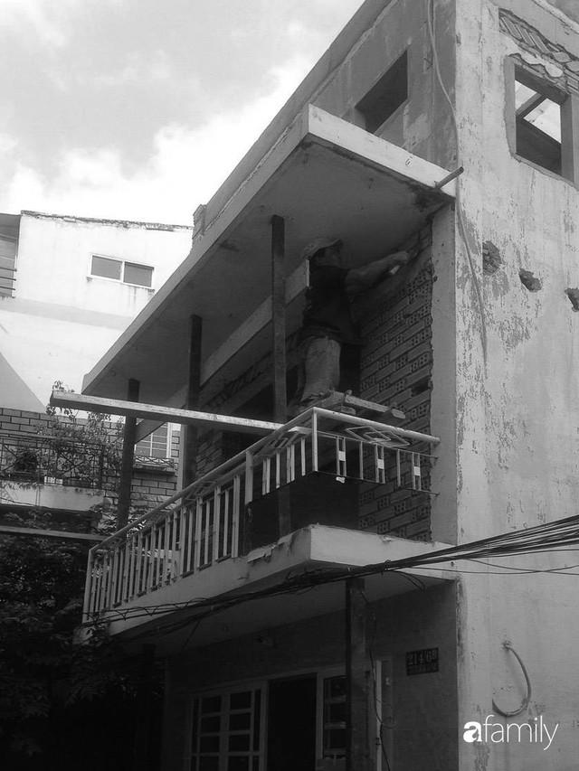 Nhà phố ở Sài Gòn chỉ rộng vỏn vẹn 17m² nhưng đẹp không góc chết sau khi được cải tạo lại - Ảnh 2.