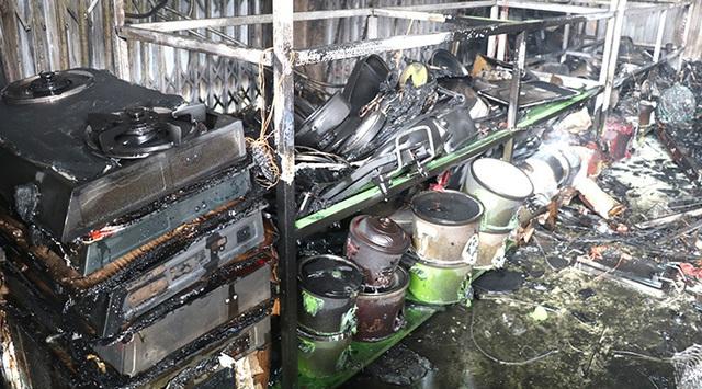 Ninh Bình: Cháy chợ, 30 kiốt bị thiêu rụi  - Ảnh 2.