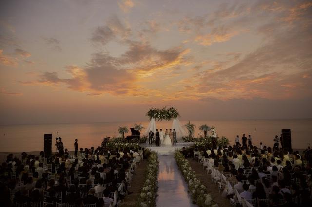 Những khoảnh khắc xúc động trong lễ cưới Đông Nhi - Ông Cao Thắng - Ảnh 1.