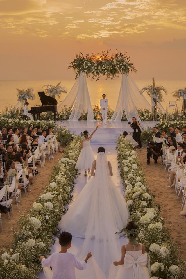 Những khoảnh khắc xúc động trong lễ cưới Đông Nhi - Ông Cao Thắng - Ảnh 2.