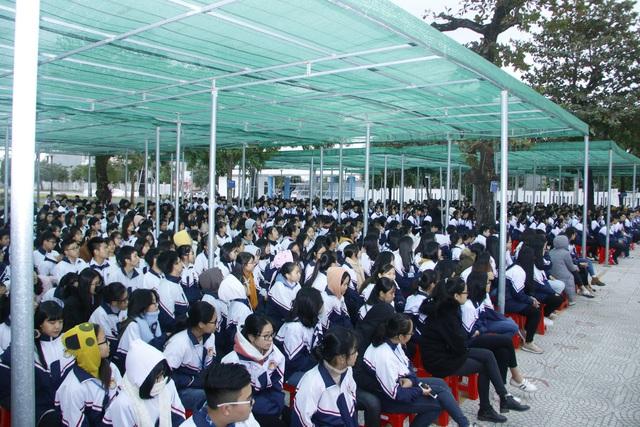Hà Nam tổ chức nhiều hoạt động truyền thông cho học sinh các trường trung học - Ảnh 2.