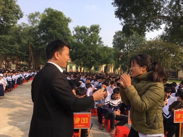 Hà Nam tổ chức nhiều hoạt động truyền thông cho học sinh các trường trung học - Ảnh 4.