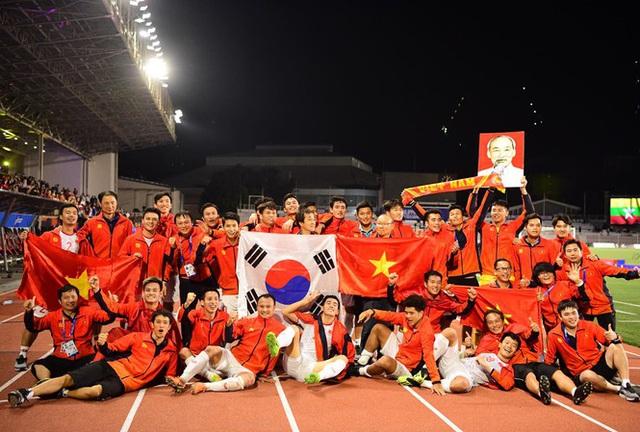Nghệ sĩ Việt vỡ òa cảm xúc khi U22 Việt Nam viết nên lịch sử tại SEA Games 30 - Ảnh 4.