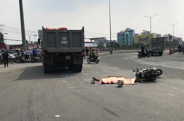 Xe ben cán chết người phụ nữ ở ngã tư điểm đen tai nạn Đồng Nai - Ảnh 1.