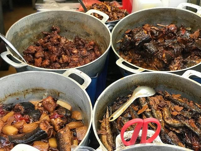 Khu chợ độc nhất Hà Nội: Mở vài tiếng bán hàng trăm cân cá kho, trời lạnh càng hút khách - Ảnh 8.