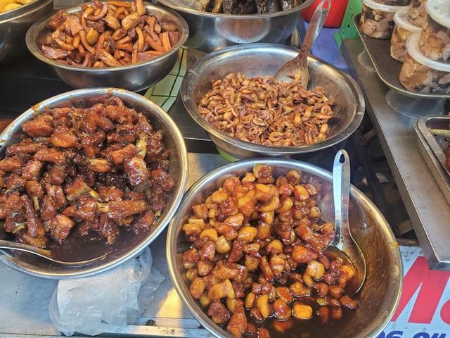 Khu chợ độc nhất Hà Nội: Mở vài tiếng bán hàng trăm cân cá kho, trời lạnh càng hút khách - Ảnh 10.