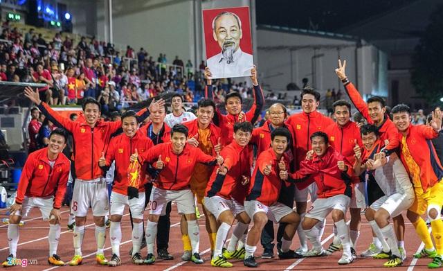 Quang Hải, Văn Hậu và các cầu thủ U22 Việt Nam được vinh danh từ bé - Ảnh 2.