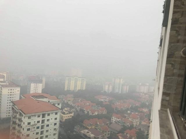 Hà Nội: Sương mù bao phủ từ sáng sớm khiến người dân lo ngại đến sức khỏe - Ảnh 9.