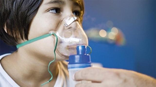 Không khí ô nhiễm, tự ý dùng máy thở ôxy tại nhà vô cùng nguy hiểm - Ảnh 1.
