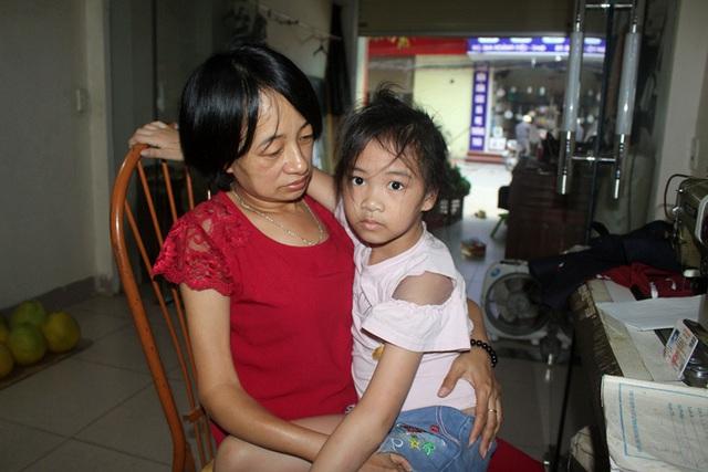 Niềm vui bất ngờ của người mẹ bệnh tật có con bị xương thủy tinh - Ảnh 2.