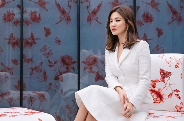 Song Hye Kyo đeo lại nhẫn cưới? - Ảnh 1.