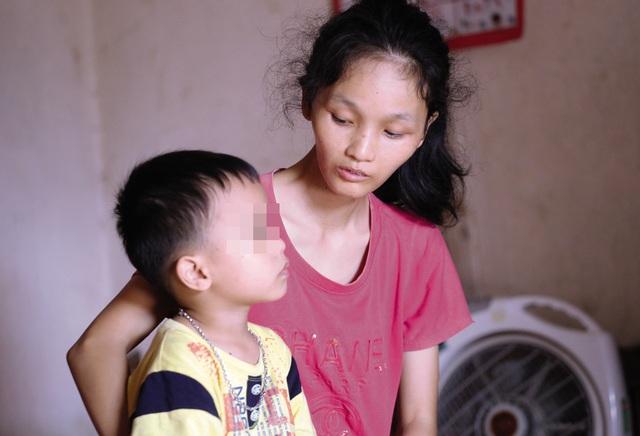 Cơ cực mẹ đơn thân ung thư giai đoạn cuối bên con trai 6 tuổi - Ảnh 1.