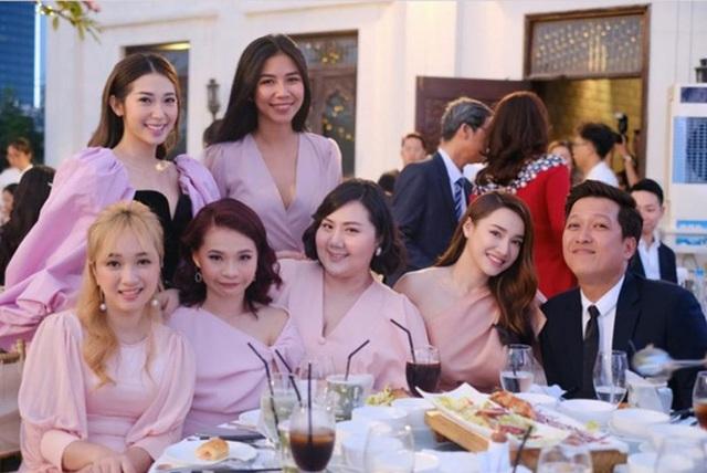 Hành động quan tâm bà xã cực đáng yêu của Trường Giang trong lễ cưới của Hoàng Oanh chiếm trọn cảm tình của cư dân mạng - Ảnh 5.