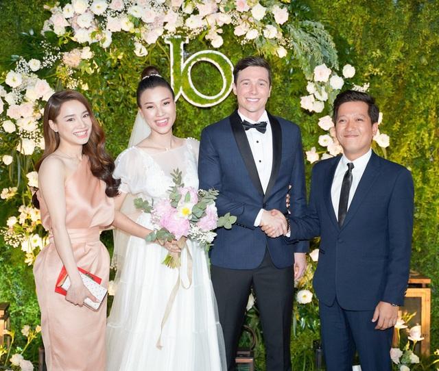 Hành động quan tâm bà xã cực đáng yêu của Trường Giang trong lễ cưới của Hoàng Oanh chiếm trọn cảm tình của cư dân mạng - Ảnh 7.