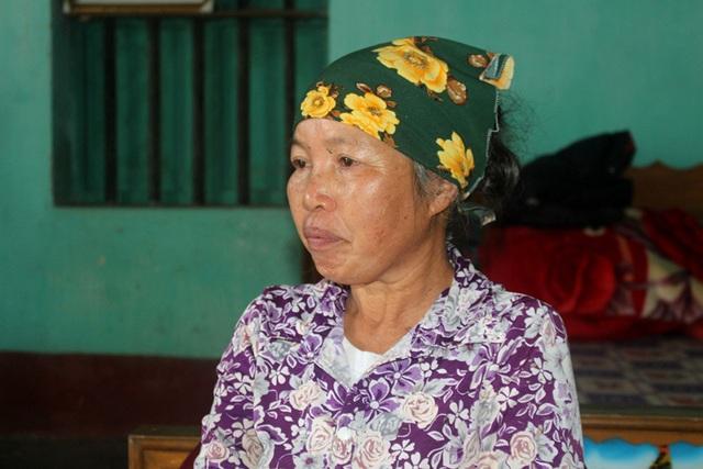 Ám ảnh câu nói của người đàn bà bệnh tật nuôi chị gái liệt giường và mẹ già gần trăm tuổi - Ảnh 2.