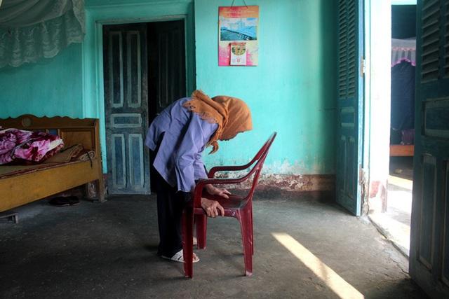 Ám ảnh câu nói của người đàn bà bệnh tật nuôi chị gái liệt giường và mẹ già gần trăm tuổi - Ảnh 9.