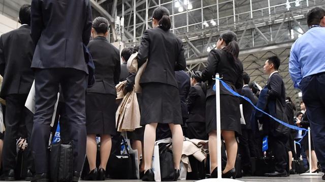 Ác mộng đổi tình lấy việc của phụ nữ Nhật vào mùa tuyển dụng - Ảnh 2.
